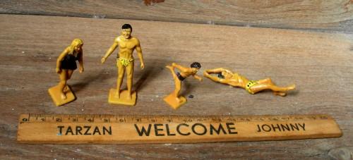 Tarzan,figurines,jouet,règle d'écolier,peinture,art modeste,Laurent Jacquy,peinture sur bois,100 familles,Edgar Rice Burroughs,french outsider