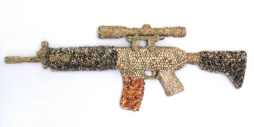 art brut,art singulier,art populaire,coquillage,arme,détournement