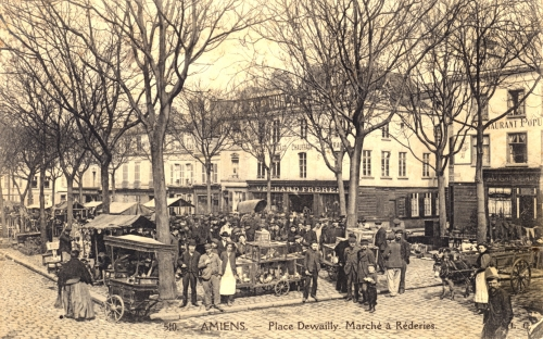 collection, carte postale,CPA,marché a réderie,brocante,amiens