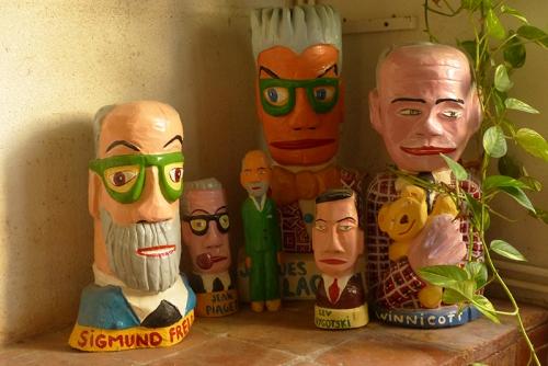 yann paris, sculpture sur bois,psychiatres,freud,piaget,winnicott,lacan,vygotski