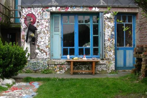 Caroline Dahyot,villa Verveine,art singulier,art insolite,assemblages,dessin,peinture,poupées,Ault,Somme,Picardie,photos Laurent Jacquy