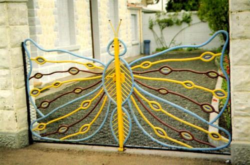 inspirés du bord des routes,art singulier,art populaire,art brut,art insolite,portails,portes portails papillons