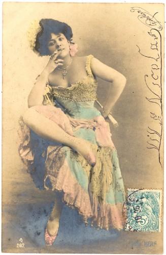 femme fumant, carte postale ancienne,cigarette