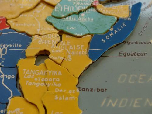 afrique,brocante,jeu,jouet,puzzle,marque MOB,brocante,collection,photo