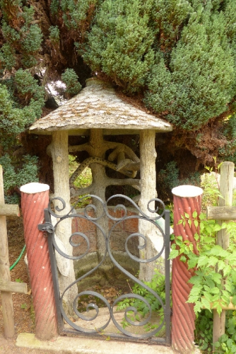 rocaille,petit-port,jardin,art singulier,art modeste,art populaire,bas-relief en ciment