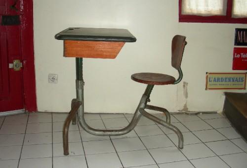Jean Prouvé,design,pupitre écolier,bakélite,mobilier scolaire,brocante,réderie,vide-greniers,collection,picardie